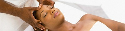 African_american_woman_receives_head_massage-1